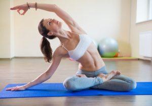 איך אפשר לתרגל יוגה לבד בבית?