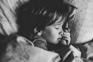 למה ילדים מרטיבים בלילה?